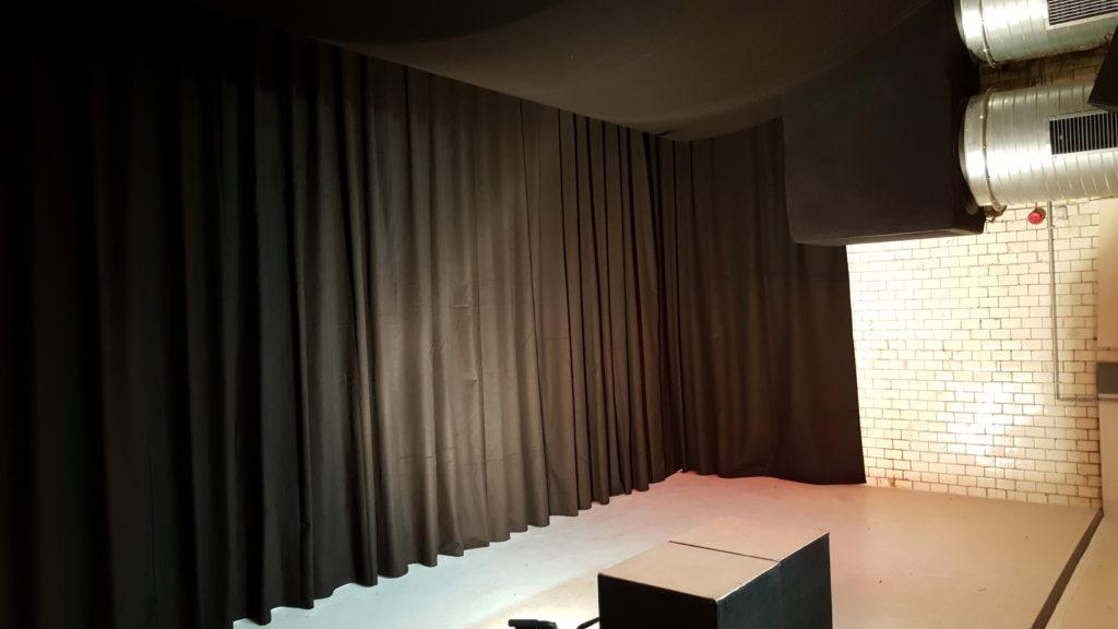 Blick auf den rechten Bühnenbereich